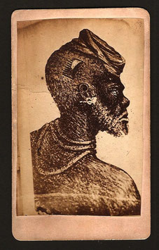 CDV : Mrs Hoare, Papeete : portrait du grand chef Ataï, de Nouvelle-Calédonie (c. 1885)