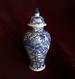 Petit vase balustre en porcelaine blanc-bleu (épave de Vung Tau, c. 1690, époque Kangxi)