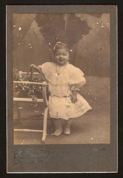 Louis Talbot, Nouméa (actif 1905-1910) : Portrait de fillette anonyme.