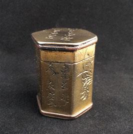 Boîte à opium hexagonale en laiton et cuivre