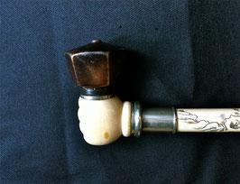Pipe à opium courte en matière animale noble