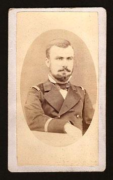 CDV : Mrs Hoare, Papeete : portrait d'un officier (c.1885)