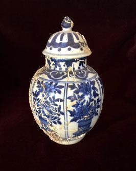 Vase couvert en porcelaine blanc-bleu (épave de Vung Tau, c. 1690, époque Kangxi)