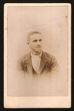 Vigier Latour, Nouméa : Portrait d'homme anonyme. (c. 1897)