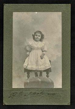 Louis Talbot, Nouméa (actif 1905-1910) : Portrait de fillette (Jeanne Lemonnier)