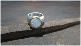 Ring mit weißem Achat