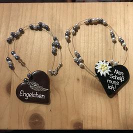 Herz mit Perlenkette