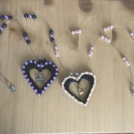 Herz in Herz mit Perlenkette