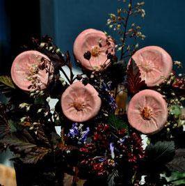 Rosa Keramik-Blüten