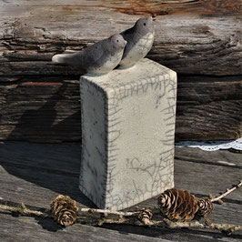 Raku-Vögelchen auf Sockel