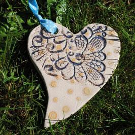 Herz aus Steinzeugkeramik