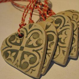 Herzanhänger aus Keramik