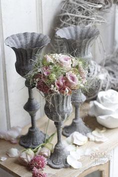 Kelch mit Blumen
