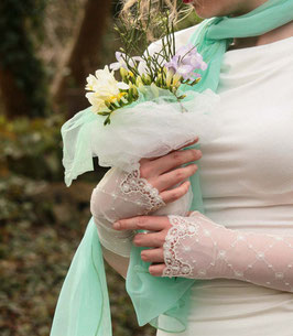 Elegante Brautstulpen Spitze naturweiß