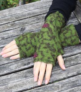 Stulpen Wolle Daumenloch grün Blumenranken dunkelgrün fuchsia