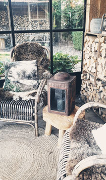 Lantaarn van oud ijzeren olievat