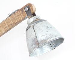 By Mooss stoere tafellamp met metalen kap