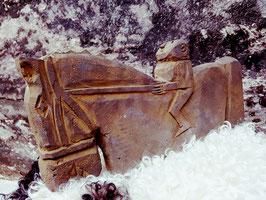 Stenen paard met ruiter