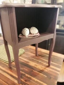 Möbelchen zur Kleinaufbewahrung aufgearbeitet in der Farbe Aubergine - Einzelstück