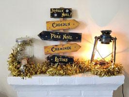 Décoration de Noël personnalisable, panneau doré et bleu marine fléché