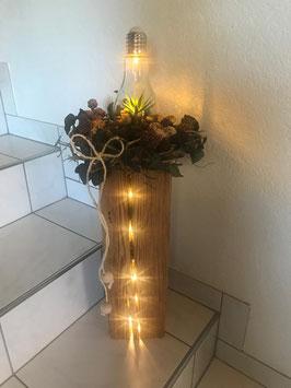Altholz Balken mit Glühbirne