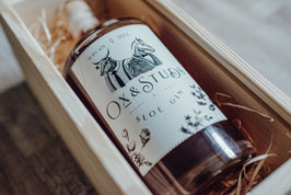 Ox & Studs HOLZBOX - mit 0,5L Sloe Gin - 32,8%