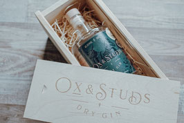 Ox & Studs HOLZBOX - mit 0,5L Dry Gin - 42,5%