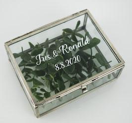 Personalisierte Ringbox aus Glas in Silber