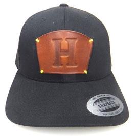 """Cap Snapback schwarz mit Leder patch Initial """"H"""" Art.9024"""