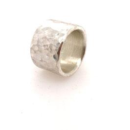 Breiter Silberring matt mit Hammerschlag Art. N° 9424