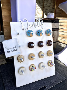 """Donutwall: """"Donuts"""" silber"""