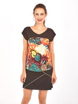 S2014421  Maudlin T-shirt dritta con maniche a campana, scollo tondo, contrasto nero sulle spalle e stampa di ispirazione tropicale