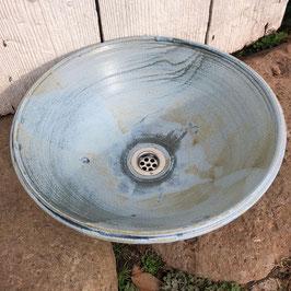 Vasque en grés émail bleu patiné mat. Piéce unique.