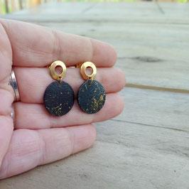 """Boucles d'oreilles rondes peinture abstraite noir et or, """"studs"""" rondelles en inox doré"""