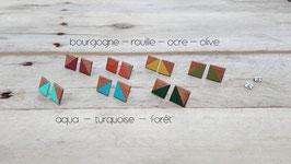 Puces d'oreilles carrés en noyer, couleurs à votre choix!