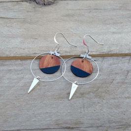 Boucles d'oreilles en bois, rondes avec anneaux d'inox et studs métalliques