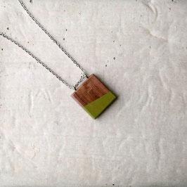 Pendentif minimaliste carré en noyer péruvien, corde ou chaîne à votre choix