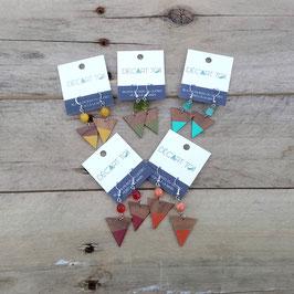 """Boucles d'oreilles triangles 1"""" en bois avec pierres agencées"""