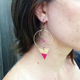 """Boucles d'oreilles triangles 1"""" avec anneaux de laiton brut et pierres"""