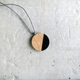 Pendentif minimaliste rond en bois du Québec recyclé (merisier), corde ou chaîne