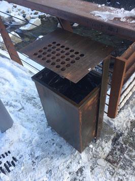 Müllbehälter in Corten Stahl