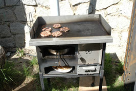 Grill mit Holz