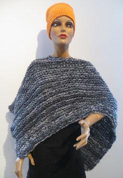 Poncho handgestrickt, 60 % Merino, 40 % Microfaser, kann man auch über einem Mantel tragen - 45