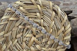 Armband mit matten, klaren und facettierten Perlen