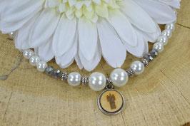 Perlenkette einreihig mit dem Holz-Stadtturm im Amulett