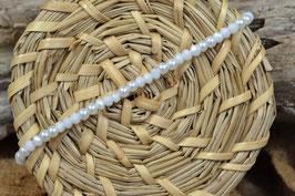 Armband mit Glaswachsperlen und facettierten Perlen gemischt, weiß