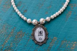 Perlenkette einreihig mit dem Straubinger Stadtturm im Amulett