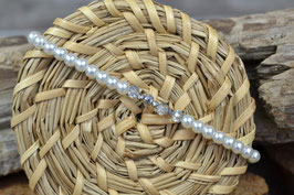 Armband mit glitzergrauen Mittelsteg, facettiert und weißen Glaswachsperlen