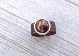 Ring aus Kork vegan mit einer farblich passenden Perle auf Zamak in dunkelbraun