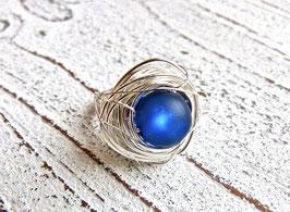 Ring Nest aus Silberdraht mit Polaris Perle blau Edelstahlringschiene